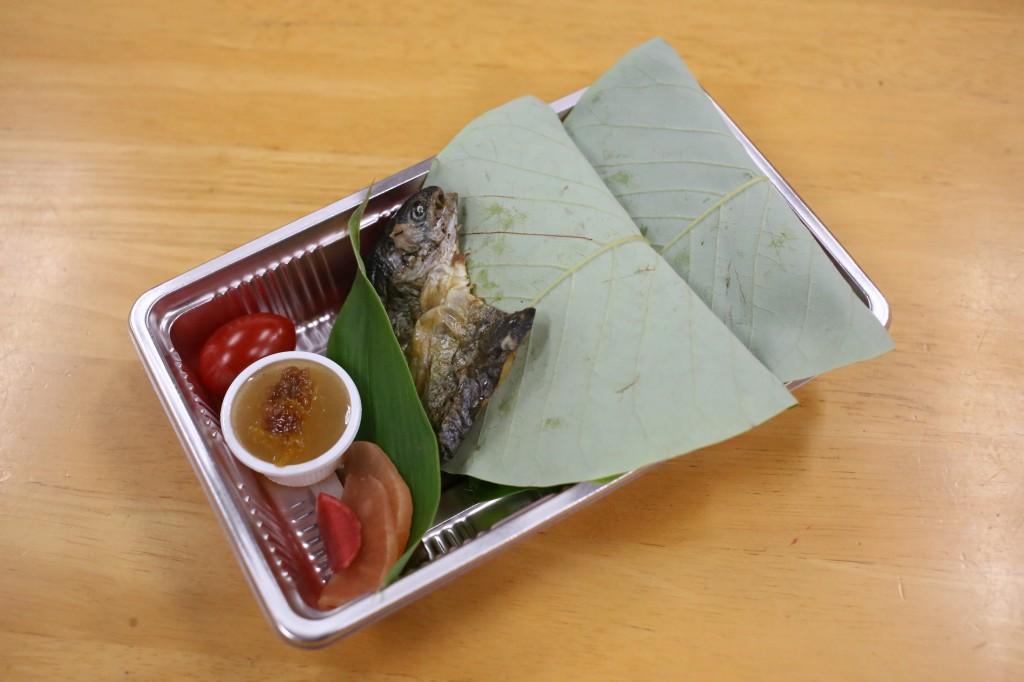 朴葉寿司を詰めたお弁当