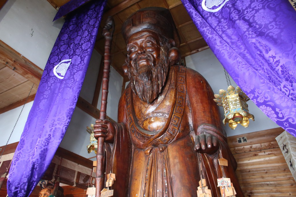 Jurojin (god of long life) is more than 8 meters high.