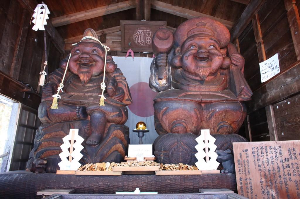 Left: Ebisu-sama. Right: Daikoku-sama.