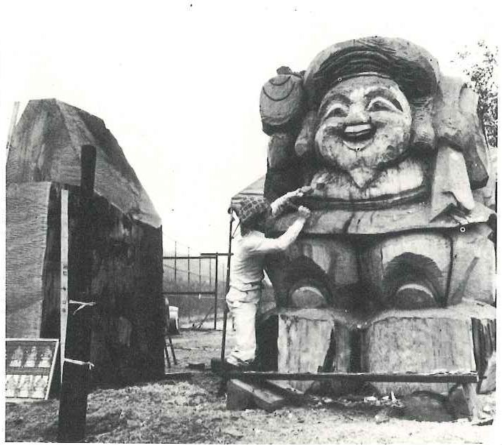 Ensho-san carving the Daikoku-sama statue in 1981